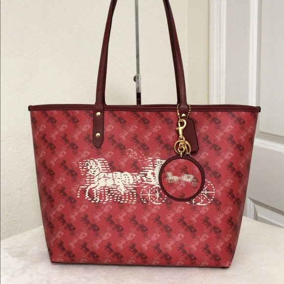 Coach Handbags - 💃Coach Coach Set Reversible City Tote and Charm